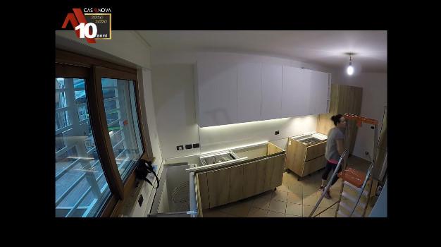 montaggio cucina con angolo a falso squadro