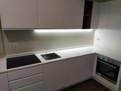 Montaggio piccola cucina a regola d'arte4