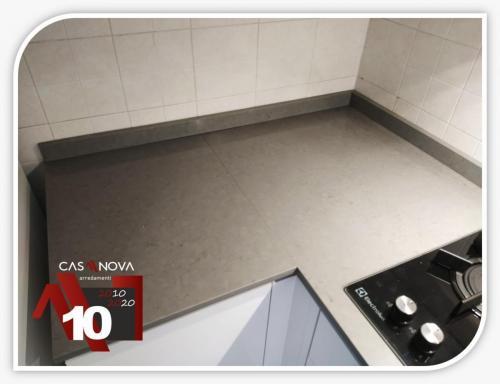 come aumentare gli spazi di lavoro in un cucinino sfruttando gli angoli 4