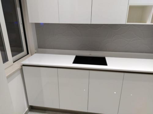 cucina bianca con gola (2)