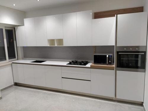 cucina bianca con gola 4