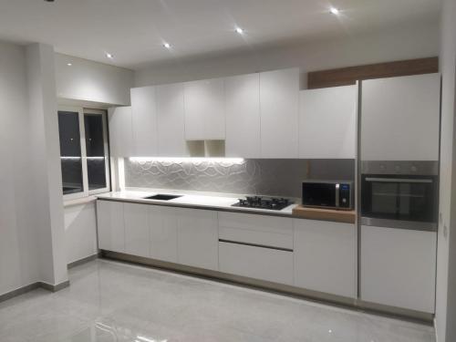 cucina bianca con gola 6