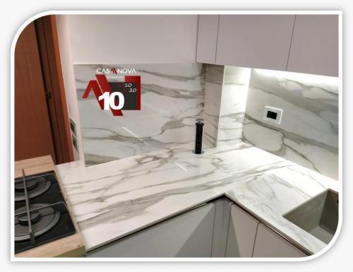 cucina su misura con portaprese integrato e finestra in composizione 11