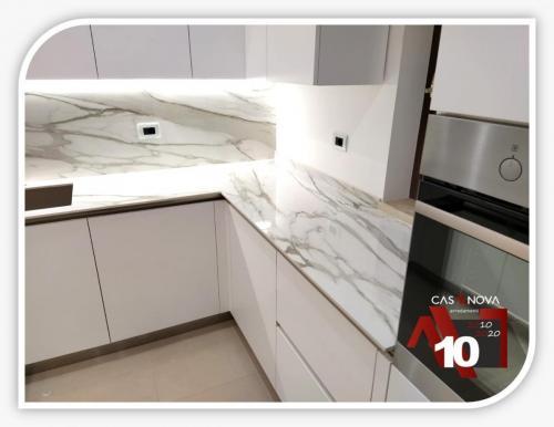 cucina su misura con portaprese integrato e finestra in composizione 14