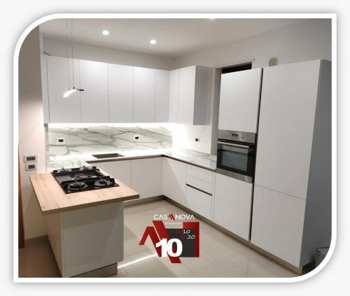 cucina su misura con portaprese integrato e finestra in composizione 4