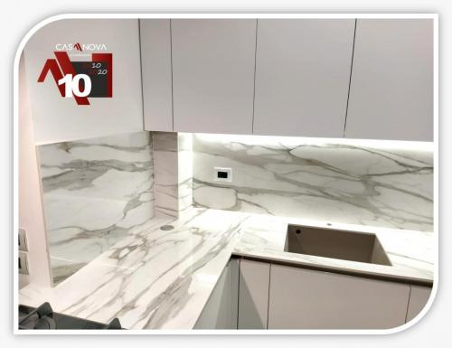 cucina su misura con portaprese integrato e finestra in composizione 6
