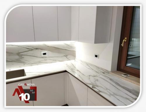 cucina su misura con portaprese integrato e finestra in composizione 7