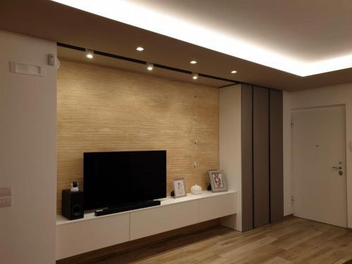 parete living con armadiatura 1
