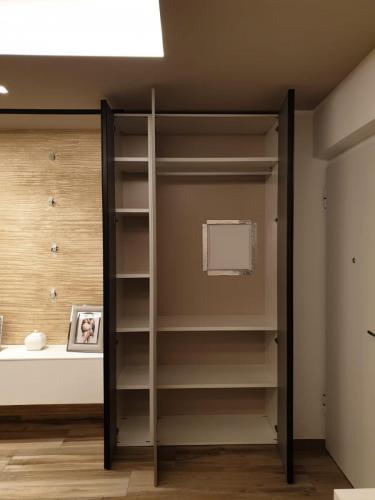 parete living con armadiatura 4